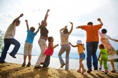 Große Familienparty auf dem Strand Lizenzfreies Stockbild