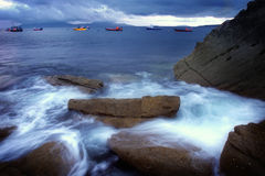 Große Felsen am Ozeanufer Lizenzfreies Stockbild