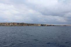 Große Felsen und Mittelmeer, blaue Lagune, Gozo, Republik Malta Lizenzfreies Stockfoto