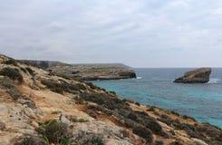 Große Felsen und Mittelmeer, blaue Lagune, Gozo, Republik Malta Stockbild