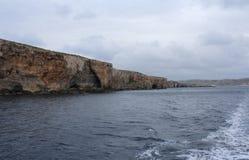 Große Felsen und Mittelmeer, blaue Lagune, Gozo, Republik Malta Stockfotografie