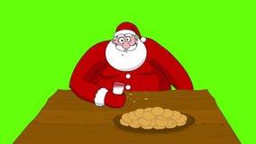 Große fette Santa Claus, die Plätzchen und Trinkmilch isst stock video footage