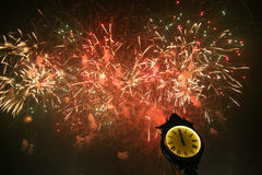 Große Feuerwerke an der neues Jahr-Partei Lizenzfreies Stockbild
