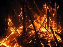 Große Flammen auf dem Quadrat Stockfotografie