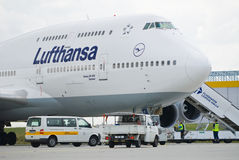 Große Fluggastflugzeuge Stockbild