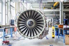 Große Flugzeugmaschine während der Wartung lizenzfreies stockfoto