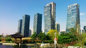 Große Gebäude und Stadt-Park von Incheon Lizenzfreies Stockfoto