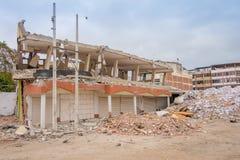 Große Gebäude zerstört durch das am 16. April 2016 während des Erdbebens, das 7 misst 8 auf der Richterskala, Südamerika Stockfotografie