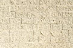 Große gelbe Backsteinmauer Stockfoto