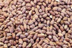 Große gesalzene Erdnüsse auf dem Markt Stockbild