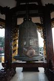 Große Glocke in Vietnam-Tempel lizenzfreies stockfoto