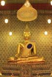 Goldene Buddha-Skulptur stockbild