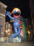 Große Grover Inflatable Balloon in Disney-Welt lizenzfreie stockfotografie