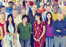 Große Gruppe des multiethnischen Leute Verschiedenartigkeits-Konzeptes lizenzfreie stockbilder