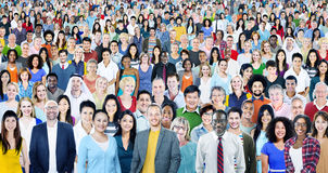 Große Gruppe des verschiedenen multiethnischen Konzeptes der frohen Naturen lizenzfreie stockfotos