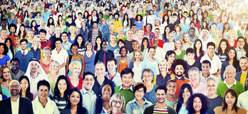 Große Gruppe des verschiedenen multiethnischen Konzeptes der frohen Naturen stockfoto
