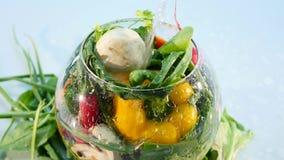 Große Gruppe Gemüse auf einem Vase auf weißem Hintergrund stock video footage