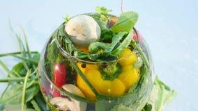 Große Gruppe Gemüse auf einem Vase auf weißem Hintergrund stock footage