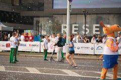 Große Gruppe Läufer trat draußen zusammen, um am jährlichen Minsk-Halbmarathon am 9. September 2018 teilzunehmen stockfoto