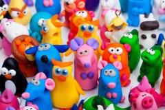 Große Gruppe Lehmspielwaren Stockfotos
