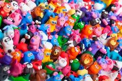 Große Gruppe Lehmspielwaren Stockbild