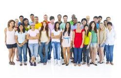 Große Gruppen-Leute-stehendes Verschiedenartigkeits-Konzept stockbild