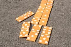 Große hölzerne Dominos Stockbilder