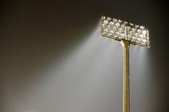 Große hohe Stadionsscheinwerfer im Freien Stockfotografie