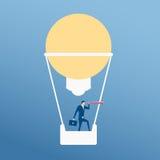 Große Idee Geschäftsmannfliegen in der Heißluftballonform-Lampenidee unter Verwendung des Teleskops, das nach Erfolg sucht stock abbildung