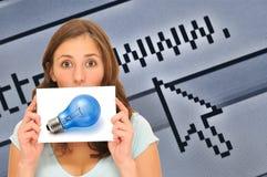 Große Internet-Idee der schönen Frau Lizenzfreie Stockbilder