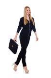 Große junge Frau in der schwarzen Kleidung mit Handtasche Stockbild