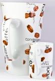 Große Kaffeetasse und kleines Expresso Cup Stockbilder