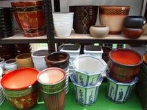Große keramische Flowerpots Stockfotos