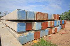 Große konkrete Stapel, die für Bau sich vorbereiten Stockfotografie