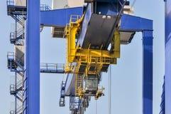 Große Kräne des Seefracht-Hafens Lizenzfreies Stockbild
