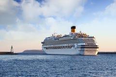 Große Kreuzfahrt Costa Fascinosa, der den Hafen lässt lizenzfreie stockfotografie