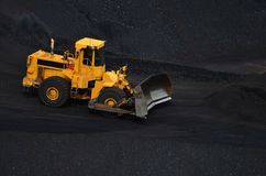 Große Ladevorrichtung auf Kohle stockfoto