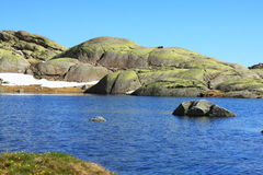 Große Lagune in Gredos-` s Berg Stockbilder