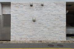 Große leere Anschlagtafel auf einer Straßenwand Stockbilder
