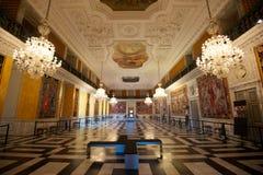 Große luxuriöse Halle Lizenzfreie Stockfotos