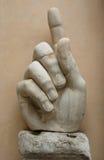 Große Marmorhand am römischen Museum Stockbild