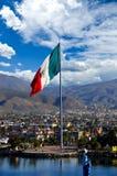 Große mexikanische Markierungsfahne Lizenzfreie Stockfotos