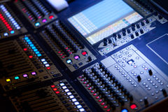Große mischende Audiokonsole Stockfotos