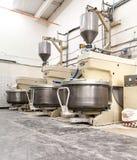 Große Mischer für die Herstellung des Teigs stockbilder