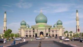 Große Moschee An-Nur in Pekanbaru, Indonesien stock video