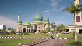 Große Moschee An-Nur in Pekanbaru, Indonesien stock footage
