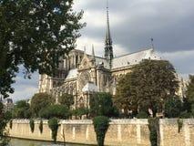 Große Notre Dame Stockbilder