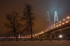 Große Obukhov-Brücke lizenzfreie stockfotografie