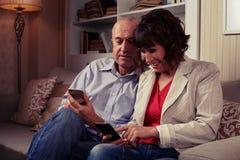 Große Paare, die zusammen ihre Zeit genießen Stockfoto
