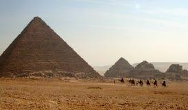 Große Pyramiden der Giseh-Hochebene Stockfotografie